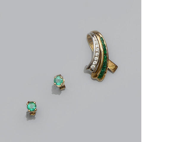 An emerald and diamond pendant and a pair of emerald earstuds ensuite (2)
