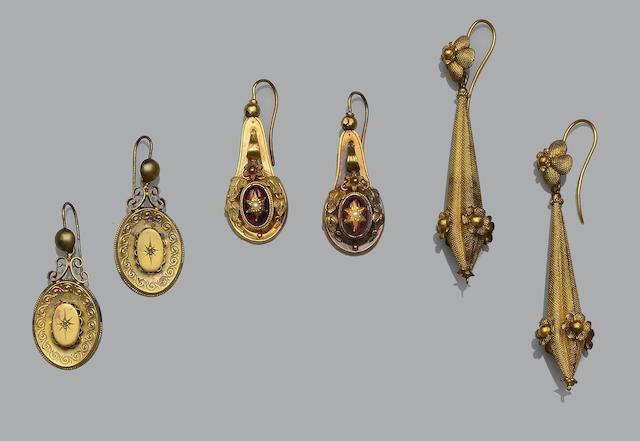 Three pairs of antique earpendants (3)