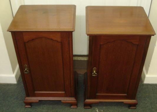 A pair of Edwardian mahogany bedside cabinets, each enclosed by a shaped panelled door, on ogee bracket feet, 44cm.