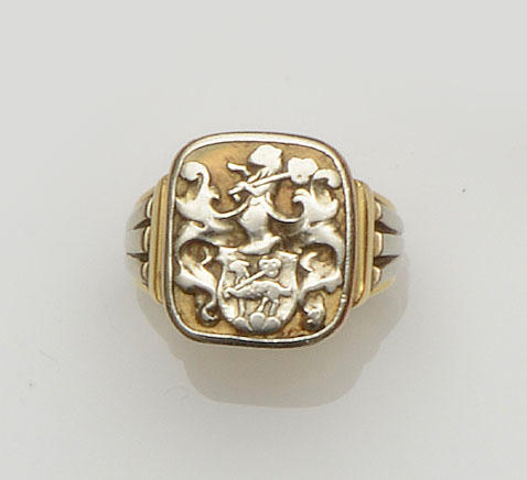 A two colour signet ring