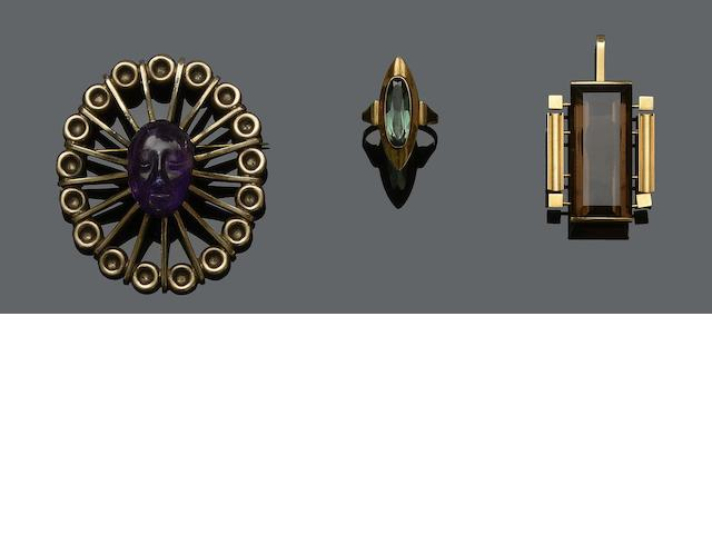 A green tourmaline ring, a smoky quartz pendant and a carved amethyst brooch, by Los Ballesteros  (3)