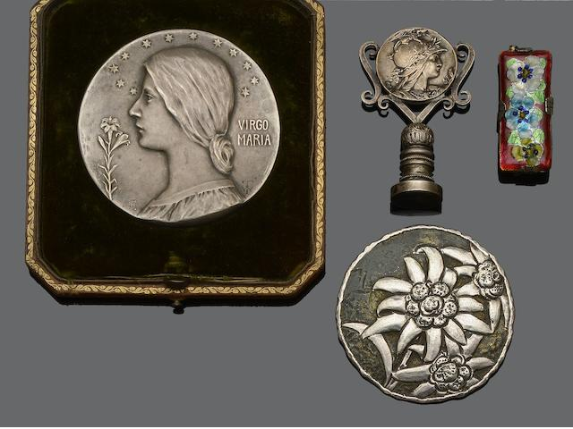 A small collection of Decorative Arts jewellery (4)