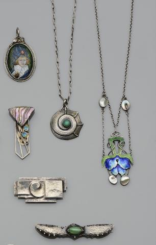 A collection of Decorative Arts jewellery (6)