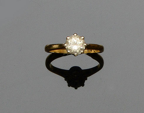 An 18ct gold diamond single stone ring