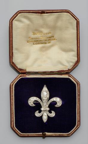 A diamond set fleur-de-lys brooch