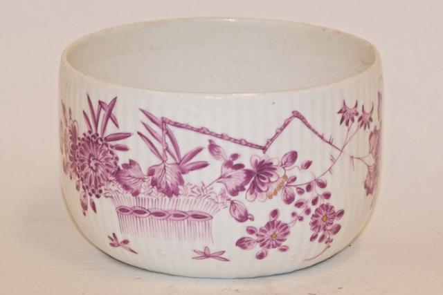 A Worcester porcelain bowl, circa 1775