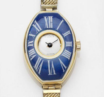 Swiss. A lady's 18ct gold manual wind bracelet watch with enamel chapter Case No.482379, London Hallmark for 1901