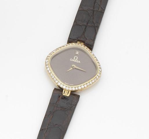 Omega. A lady's 18ct gold and diamond set quartz wristwatch Case No.690951, Movement No.45737536, Circa 1982