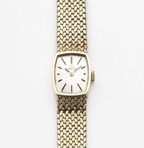 Omega. A lady's 9ct gold manual wind bracelet watch Case No.7115625, London Hallmark for 1968