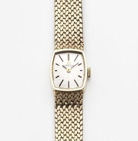 Omega. A lady's 9ct gold manual wind bracelet watch Case No.7115625, London Hallmark for 1968