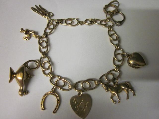 A 9 carat gold oval link bracelet,