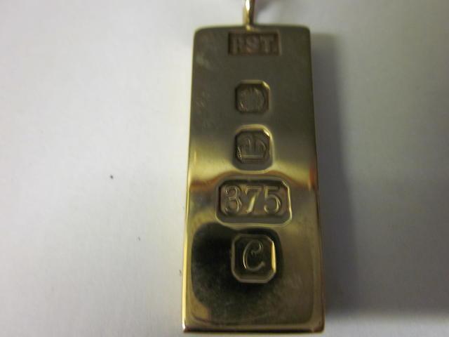 A 9 carat gold ingot pendant,