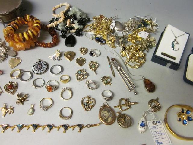 An 18 carat gold five stone diamond ring,
