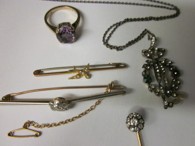 A diamond cluster bar brooch,  (5)