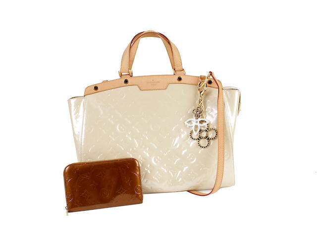 A Louis Vuitton cream vernis monogrammed Brea MM bag