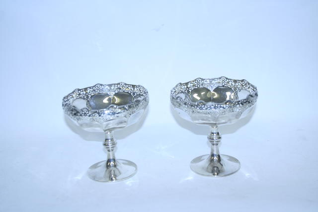 A pair of silver pedestal bon-bon dishes by Henry Matthews, Birmingham 1919  (2)