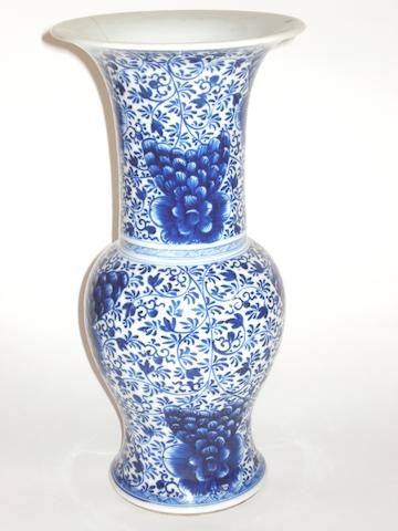 A blue and white yenyen vase 18th/19th century