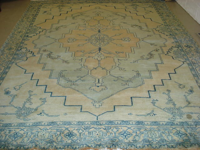 A Heriz design carpet, 326cm x 257cm