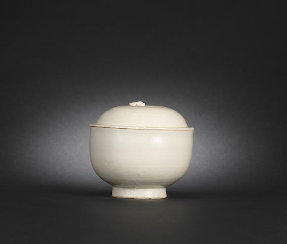 A Dingyao bowl with cover Song dynasty