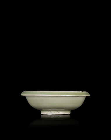 A Longquan celadon saucer  Jin dynasty