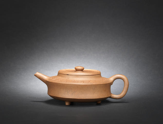 An Yixing Mansheng-type teapot and cover signed Yang Pengnian