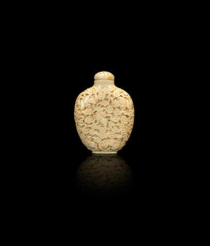 Ivory snuff bottle Qing dynasty