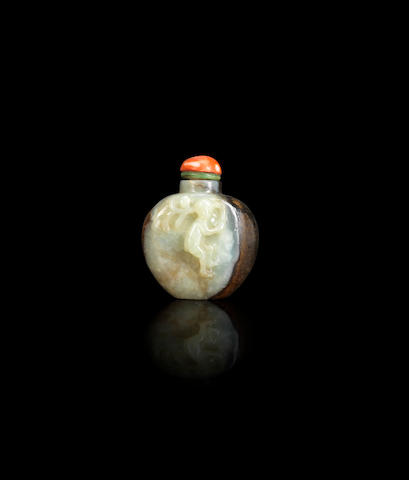 A black and white jade snuff bottle Qing dynasty
