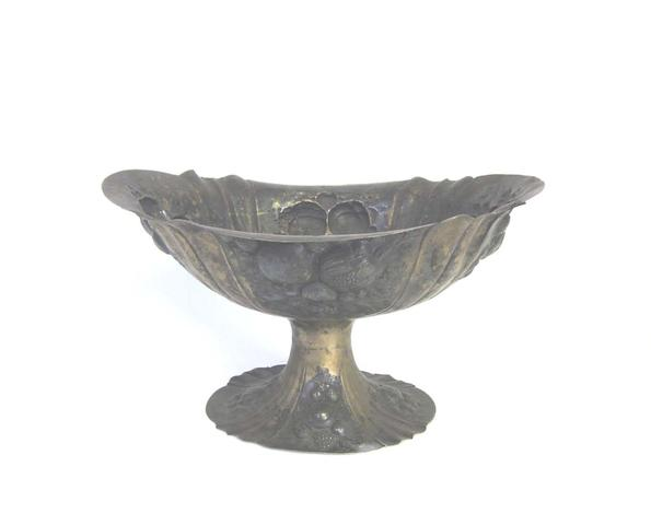 A late 19th/early 20th century German silver-gilt pedestal dish stamped with star & crescent and '800' marks only
