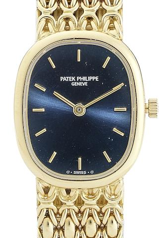 Patek Philippe. A lady's 18ct gold quartz bracelet watchEllipse, Ref:4764/1, Movement No.1617180, Case No.2922423, Circa 1980