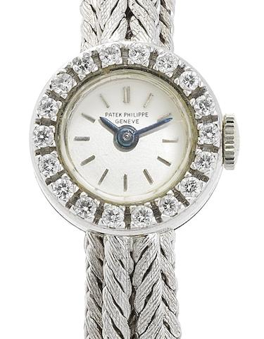Patek Philippe. A lady's fine 18ct white gold and diamond set manual wind bracelet watchRef:3267/76, Case No.2612065, Movement No.980580, Circa 1960