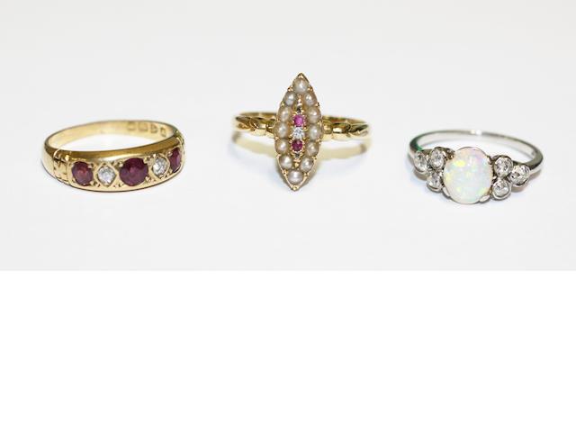Three vari gem-set rings, (3)
