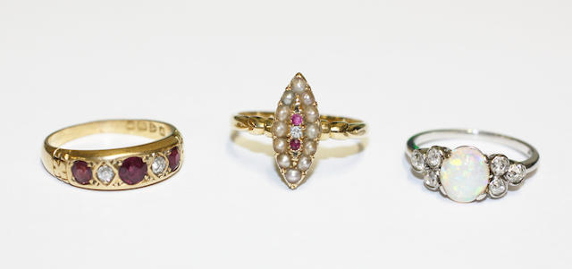 Three vari gem-set rings, (3)