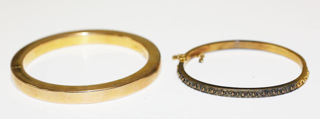 Two yellow precious metal hinged bangles,