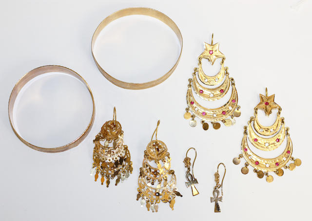 Two yellow precious metal bangles and three pairs of earpendants,