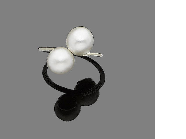 A natural pearl crossover ring
