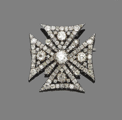 A diamond Maltese cross brooch/pendant,