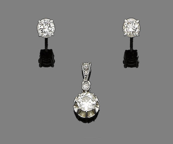 A diamond pendant and a pair of diamond earstuds (2)