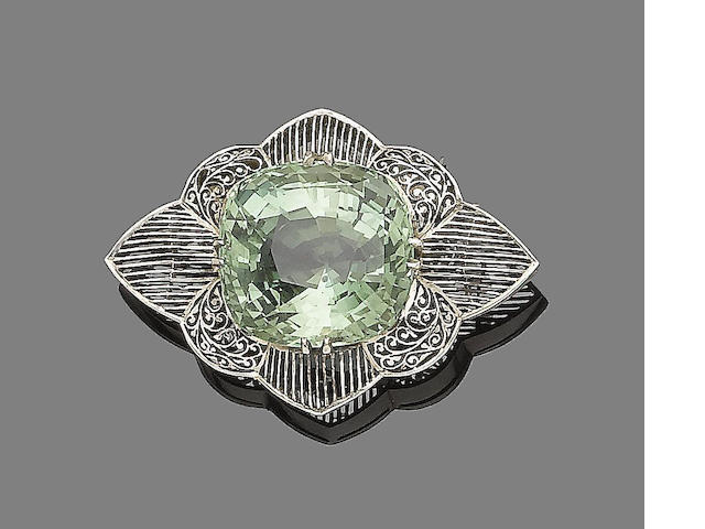 A green beryl brooch