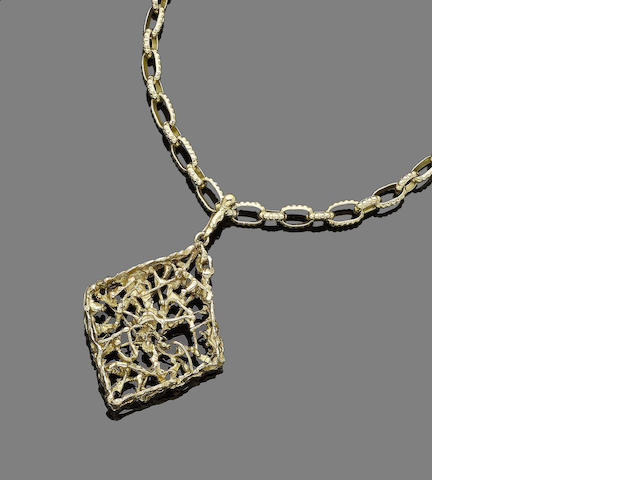 A gold pendant necklace, (2)