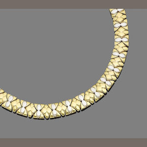 A necklace and bracelet suite (2) (partially illustrated)