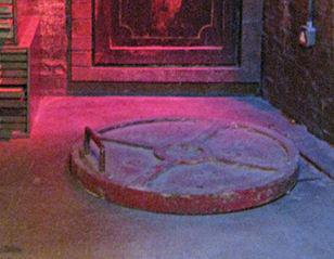 Torchwood 2006 - 2011: Captain Jack Harkness's office bedroom hatch door,