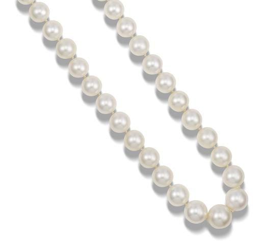 A single-row cultured pearl necklace and earring suite (2)