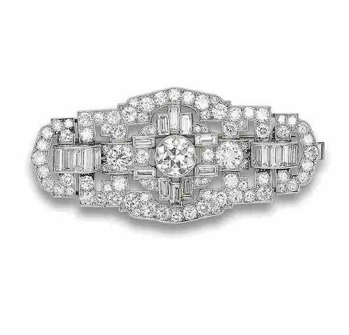 An art deco diamond brooch/pendant,