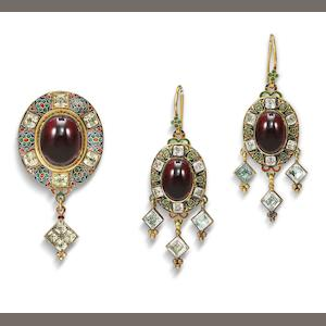 A Holbeinesque brooch and earring suite, (2)