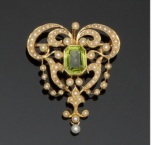 A peridot and seed pearl brooch/pendant
