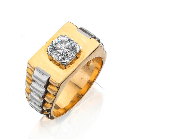 A gentleman's 18ct gold diamond ring