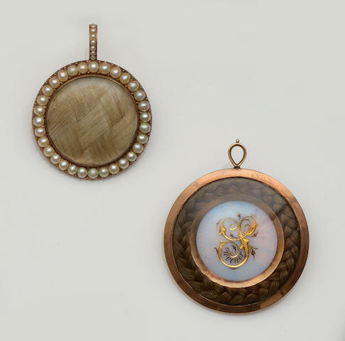 Two memorial pendants (2)
