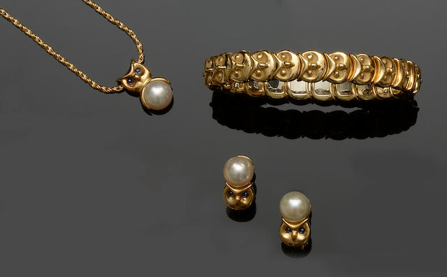 An 18ct gold bangle, earring and pendant suite  (3)