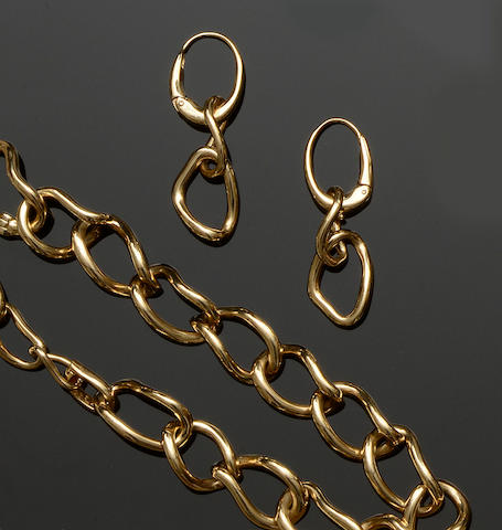 Mappin & Webb: An 18ct gold curb-link bracelet, pendant and earrings suite (3)