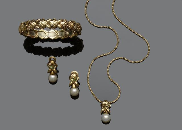 An 18ct gold bangle, pendant and earrings (3)